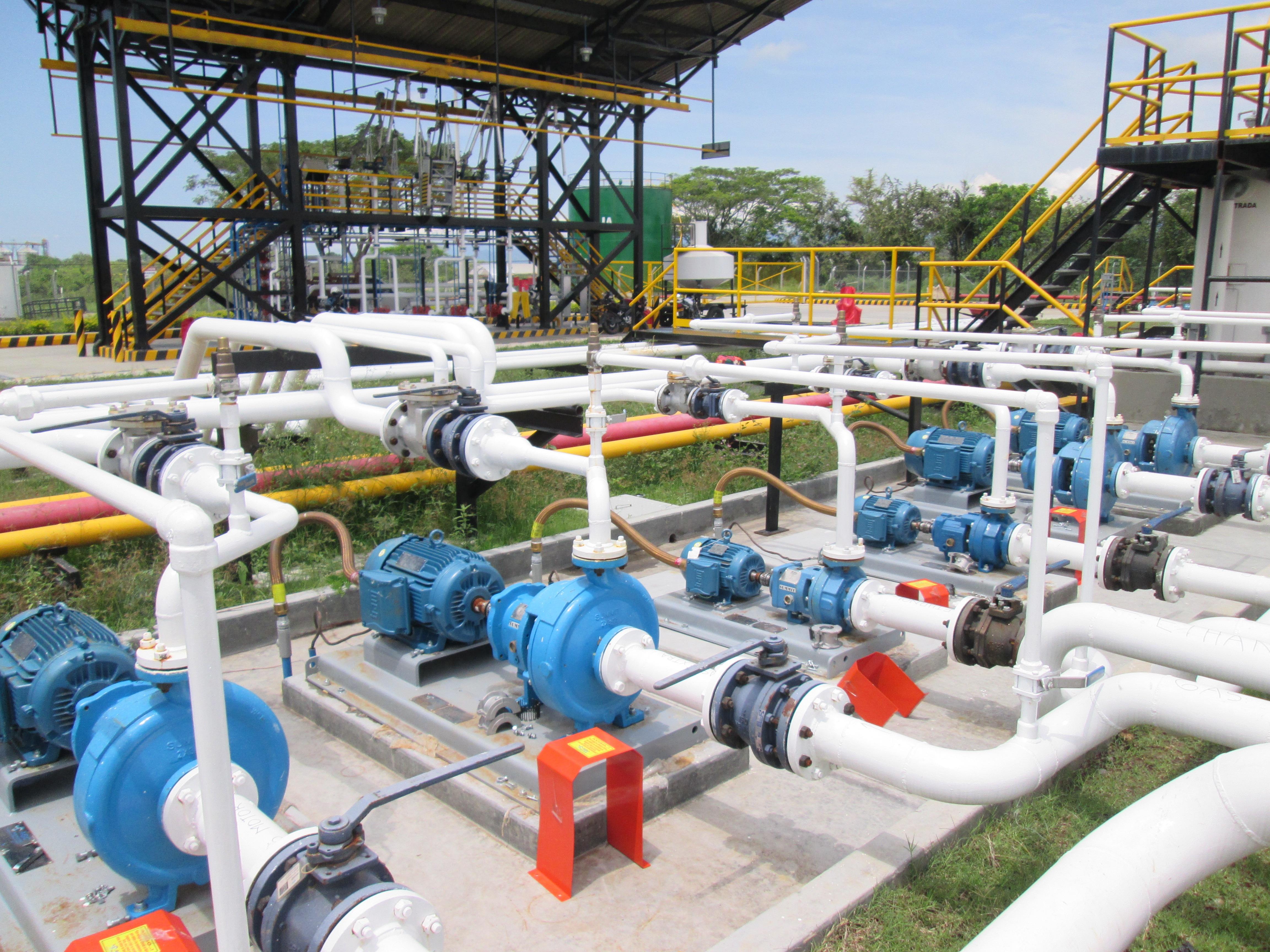 bombas Summit bombeo de combustible JET planta Cartago